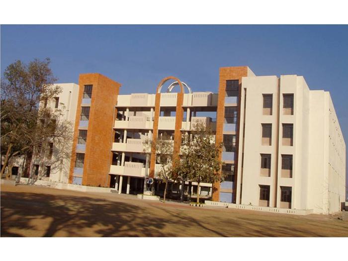 Bridgeford School, Tipudana